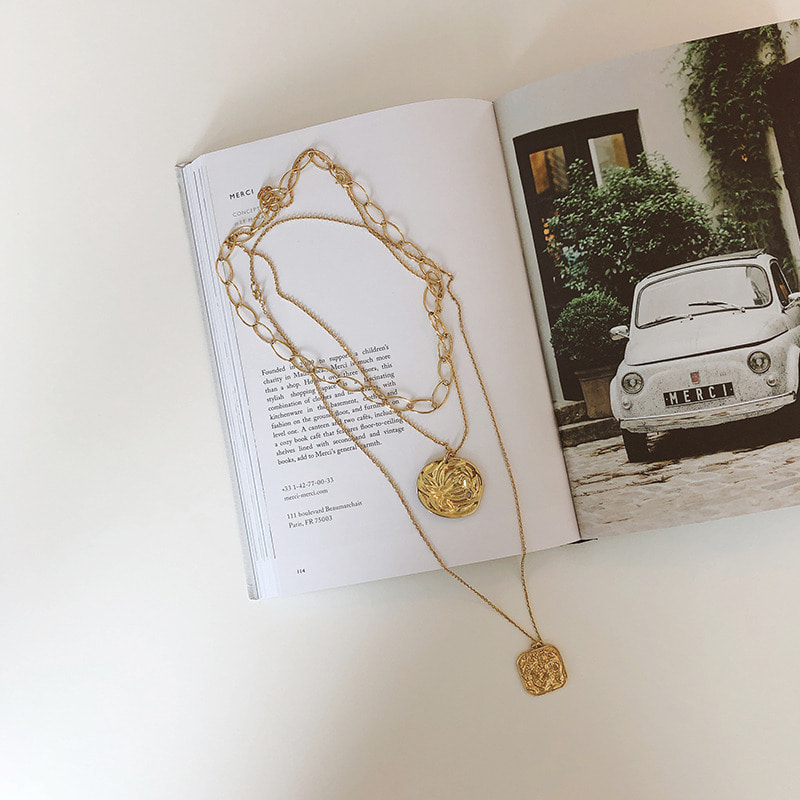 le blanc necklace